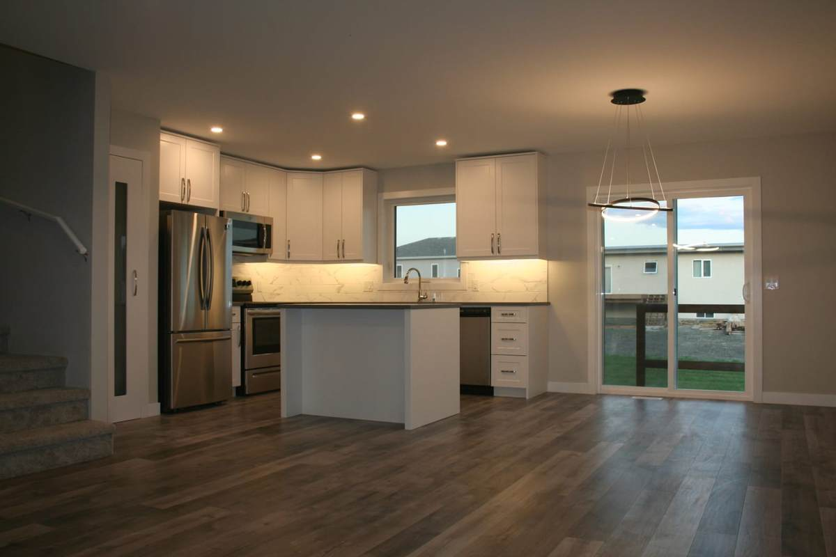 Townhouse For Sale in Lorette, MB - 3 bed, 2.5w bath