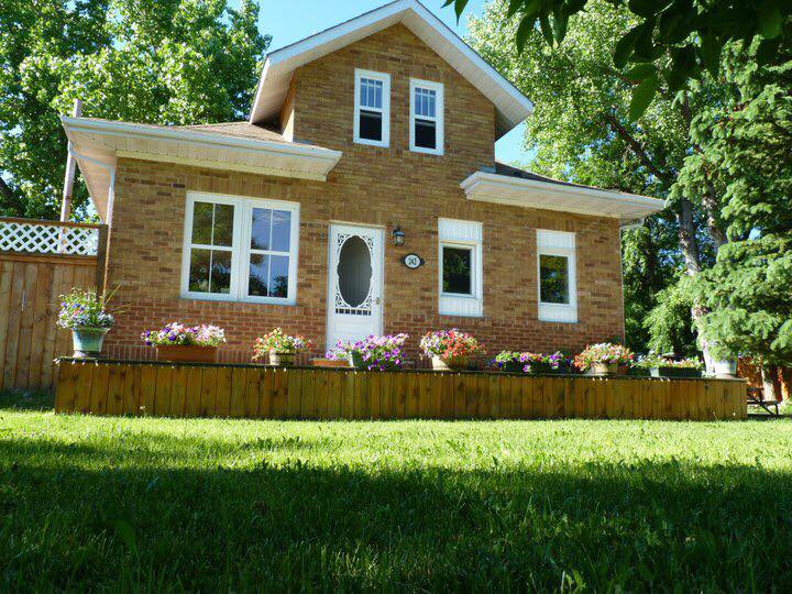 House / Detached House For Sale in Gravelbourg, SK - 4 bed, 1 bath