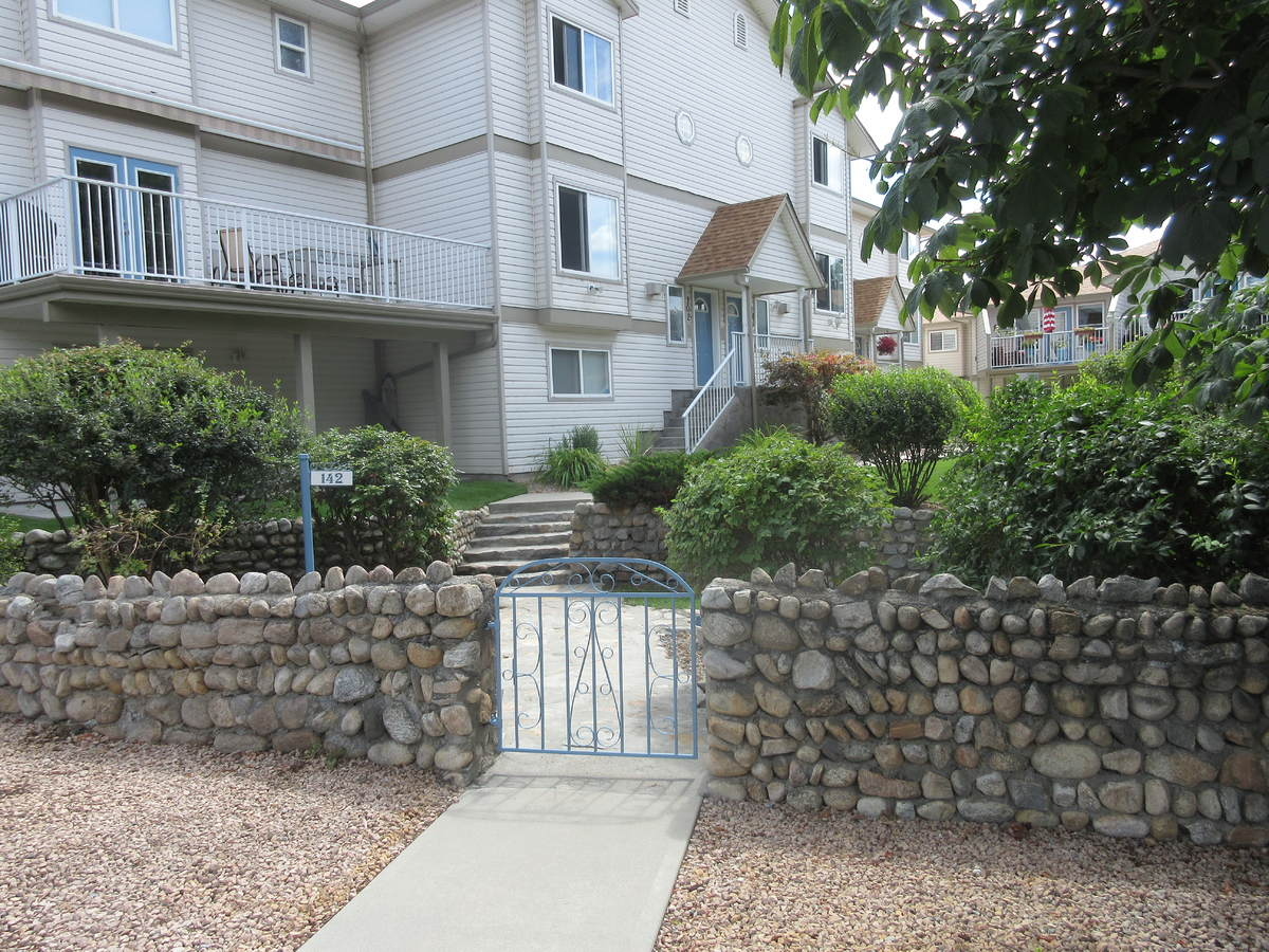 Townhouse For Sale in Penticton, BC - 3+1 bed, 2.5 bath