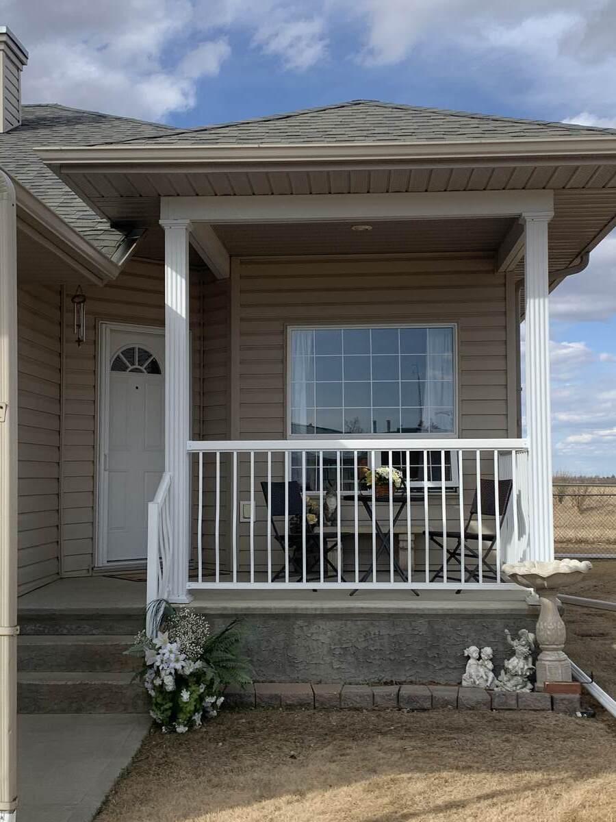 Half Duplex For Sale in Lamont, AB - 3 bed, 3 bath
