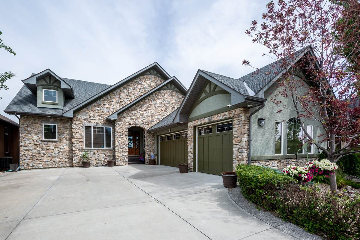 House / Detached House / Patio Home / Waterfront Property For Sale in Calgary, AB - 3 bed, 4 bath