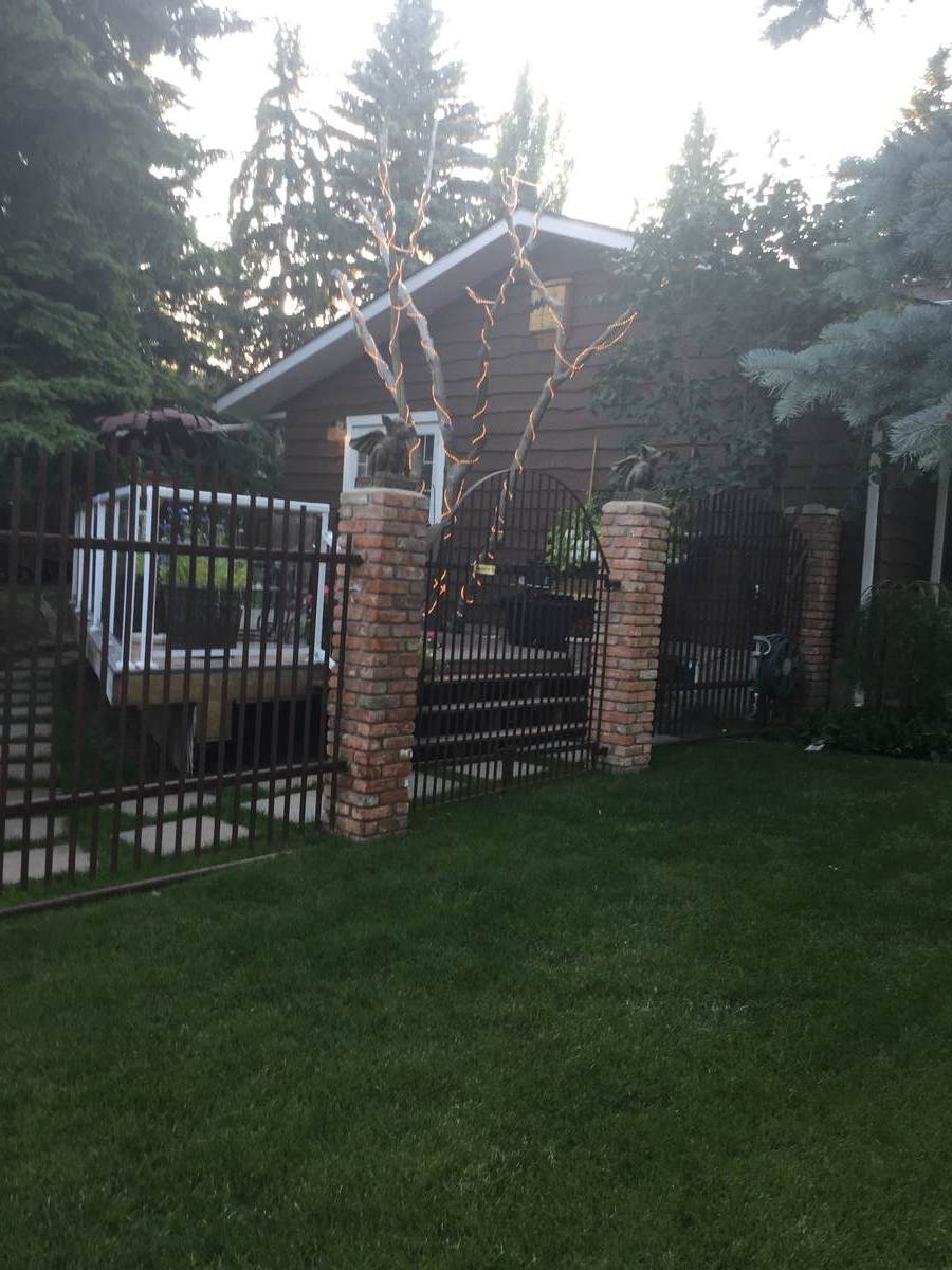 House For Sale in Calgary, AB - 4 bed, 3 bath