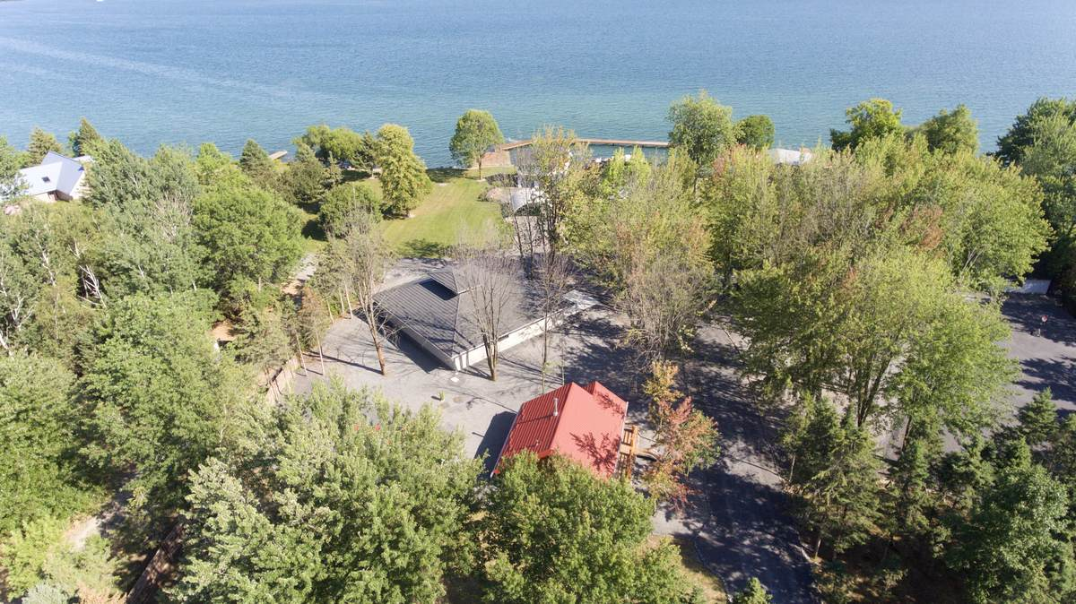 House / Detached House / Land with Building(s) / Waterfront Property For Sale in Bainsville, ON - 4+2 bed, 5 bath