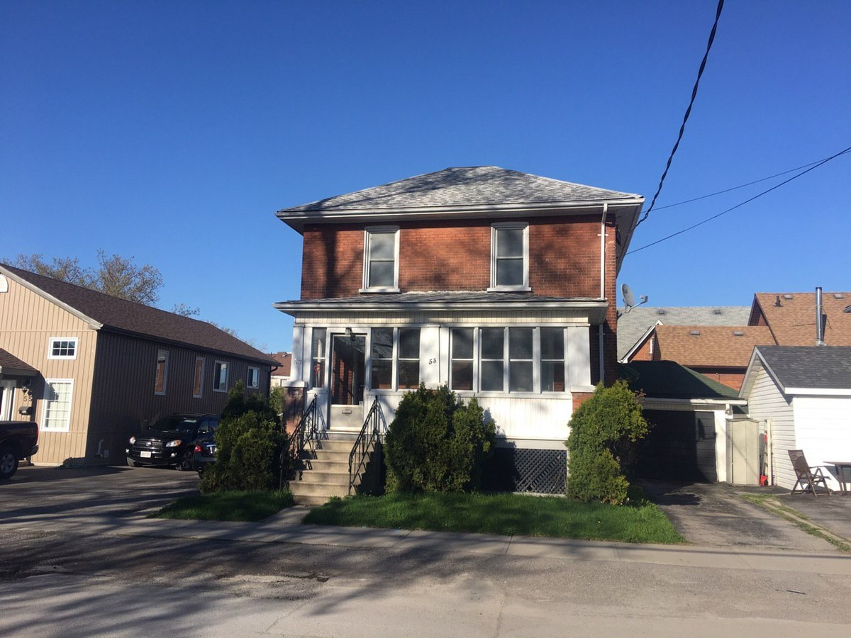 House / Detached House For Sale in Belleville, ON - 3 bed, 1.5 bath