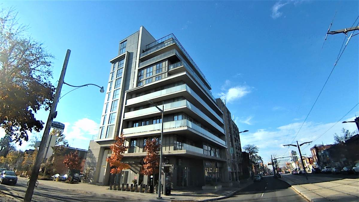 Condo / Apartment For Sale in Toronto, ON - 2 bed, 1 bath