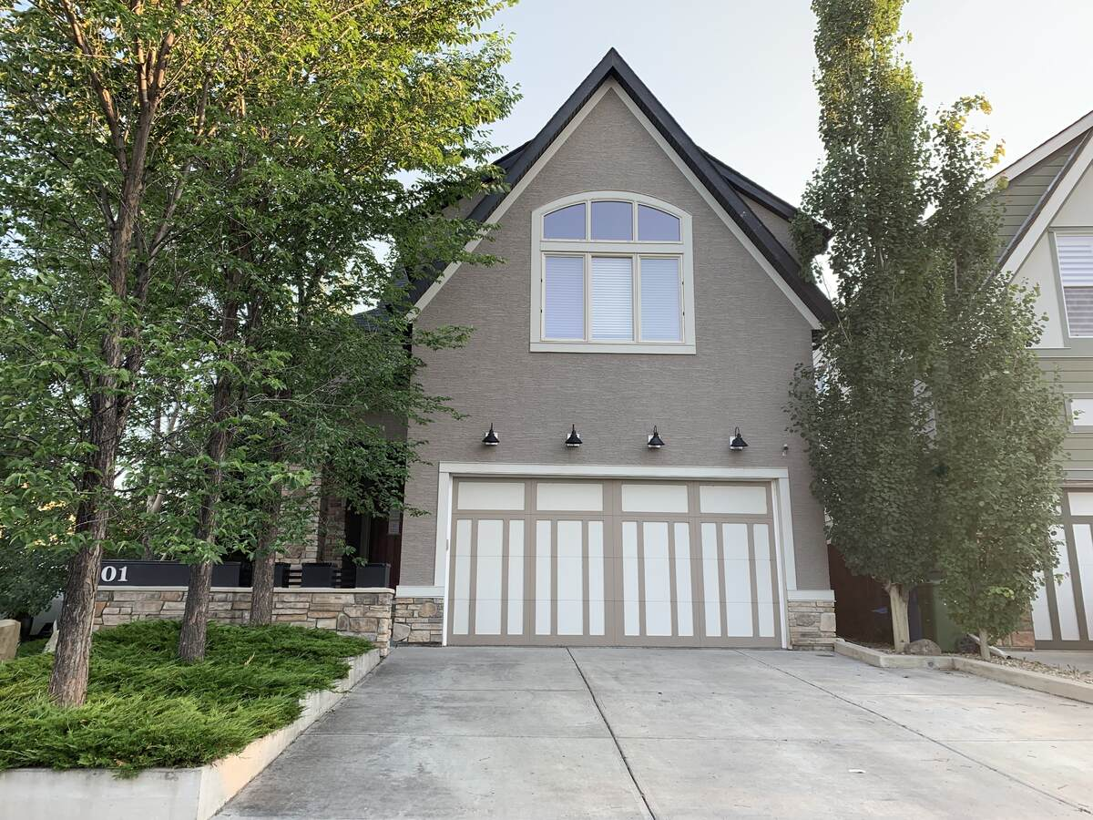 House For Sale in Calgary, AB - 3+2 bed, 3.5 bath