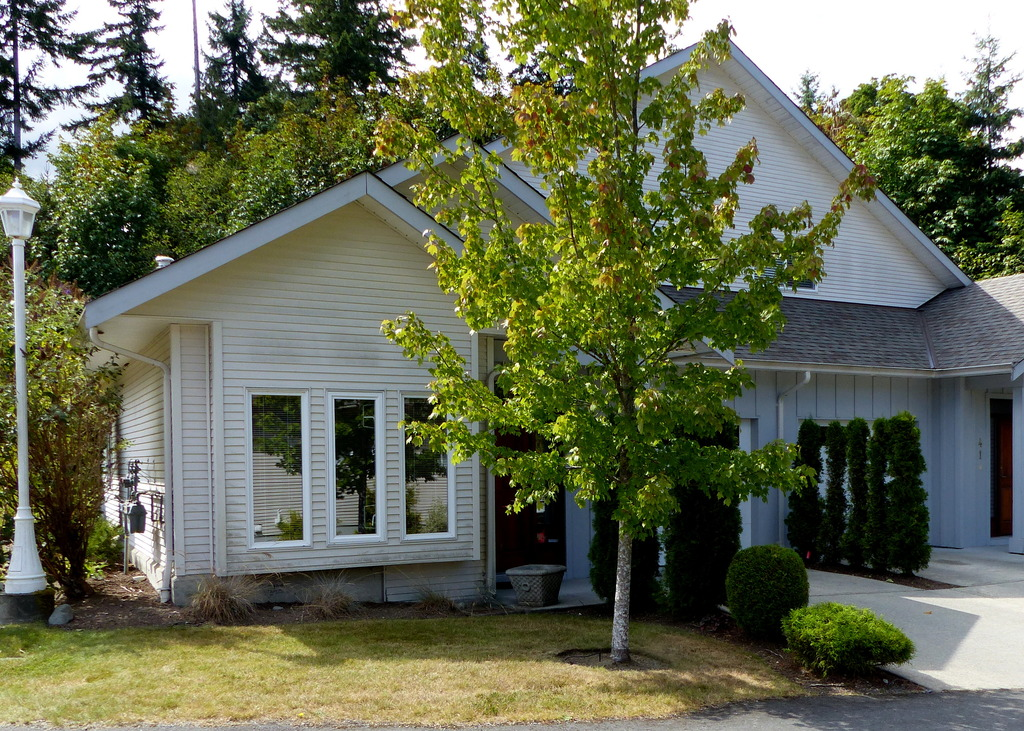 Townhouse For Sale in Ladysmith, BC - 2+1 bed, 3 bath