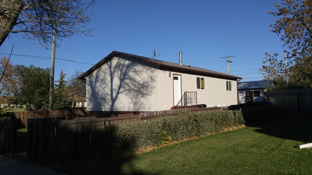 House / Detached House For Sale in Leader, SK - 3+1 bed, 2 bath