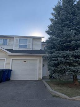 Townhouse / Semi-Detached House For Sale in Saskatoon, SK - 3 bdrm, 2.5 bath (32, 110 Keevil Crescent)