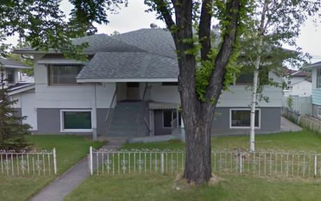 4-Plex / Detached House / House / Revenue Property For Sale in Calgary, AB - 4 bdrm, 4 bath (915 Renfrew Drive NE)