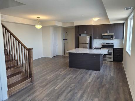 Condo / Townhouse For Sale in Pickering, ON - 2 bdrm, 3 bath (605, 1148 Dragonfly Avenue)