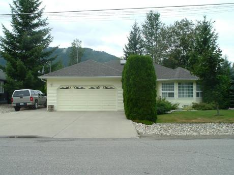 House For Sale in Sicamous, BC - 3 bdrm, 2 bath (438 Cottonwood Ave)