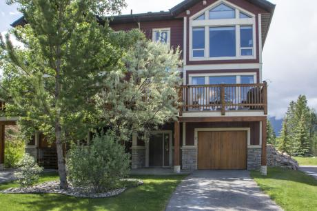 Townhouse For Sale in Invermere, BC - 3 bdrm, 3 bath (2, 2525 Castlestone Dr)