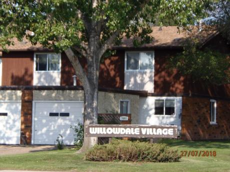 Townhouse / Revenue Property For Sale in Edmonton, AB - 3 bdrm, 2 bath (17542 - 76 Ave)
