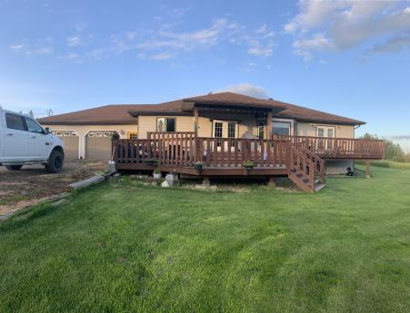 Acreage / House / Land with Building(s) For Sale in Dawson Creek, BC - 5 bdrm, 3 bath (3646 211 Rd)
