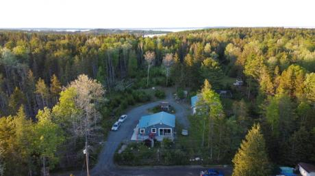 Waterfront Property / Detached House For Sale on Heckmans Island, NS - 2 bdrm, 1.5 bath (41 Goldfinch Lane)
