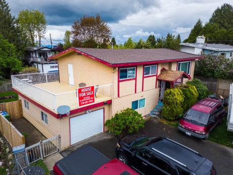 House For Sale in Abbotsford, BC - 5 bdrm, 2.5 bath (31521 Marshall Rd)