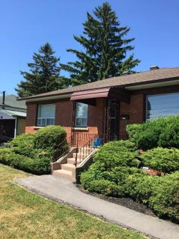 Land with Building(s) / Detached House For Sale in Toronto, ON - 3 bdrm, 2 bath (270 Brighton Avenue)