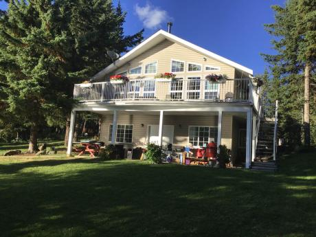 Waterfront Property / Acreage / Detached House / Recreational Property For Sale in Bridge Lake, BC - 3 bdrm, 2 bath (7878 Bell Rd)