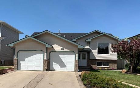 House For Sale in Medicine Hat, AB - 5 bdrm, 3 bath (818 Spruce Way SE)