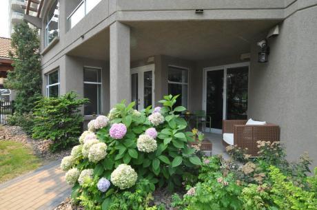 Condo For Sale in Penticton, BC - 1 bdrm, 2 bath (111, 100 Lakeshore Drive West)