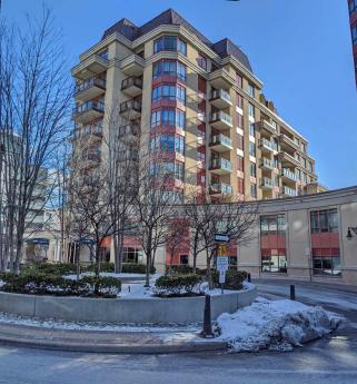 Condo For Sale in Toronto, ON - 2+1 bdrm, 3 bath (103, 23 Rean Drive)