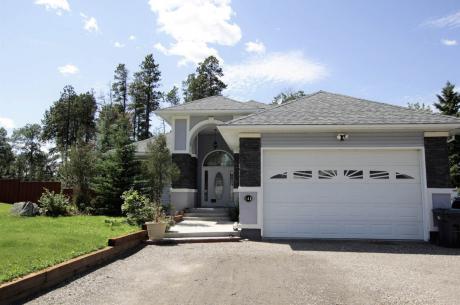 House For Sale in Tumbler Ridge, BC - 4 bdrm, 3 bath (148 Kinuseo Avenue)