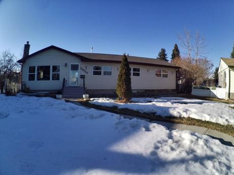 House / Home-Based Business Potential For Sale in Red Deer, AB - 3+1 bdrm, 2 bath (5550-37 St)