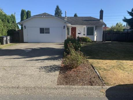 House For Sale in Surrey, BC - 2 bdrm, 2 bath (15324 95a Ave)