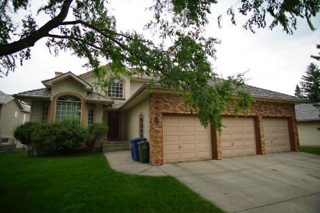 House For Sale in Okotoks, AB - 4 bdrm, 4 bath (102 Crystalridge Drive)