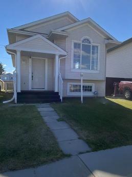 House / Detached House For Sale in Calgary, AB - 3+2 bdrm, 3 bath (222 Saratoga Close NE)