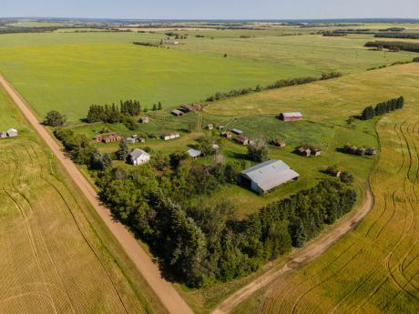 Farm / Acreage / House / Land with Building(s) / Recreational Property For Sale in Lamont County, AB - 4 bdrm, 1 bath (191043 TWP Rd 584)