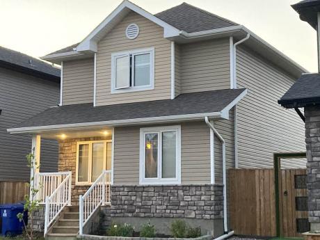 House For Sale in Saskatoon, SK - 3 bdrm, 3 bath (418 Veltkamp Crescent)