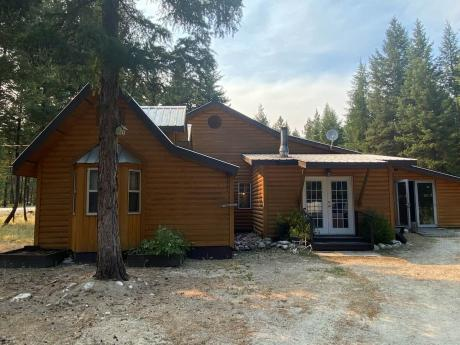 Acreage For Sale in Beaverdell, BC - 2+1 bdrm, 1 bath (22-6350 Hwy 33)