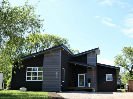 House / Home-Based Business Potential For Sale in Souris, MB - 4 bdrm, 2.5 bath (182 9th Avenue West)