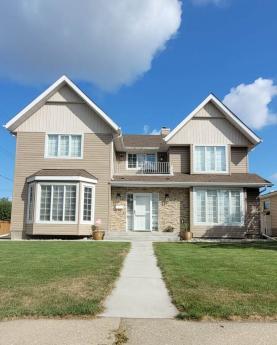 House / Detached House For Sale in Edmonton, AB - 5 bdrm, 4 bath (7312 96b Ave)
