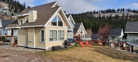 Cottage For Sale in Kelowna, BC - 2 bdrm, 1.5 bath (6833 Santiago Loop)