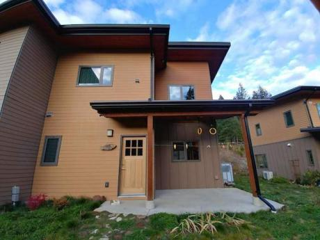 Duplex For Sale in Nelson, BC - 2+1 bdrm, 1.5 bath (10, 3260 Heddle Road)