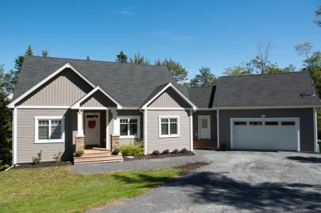 House / Waterfront Property For Sale in Timberlea, NS - 3 bdrm, 2.5 bath (46 Pintail Lane)