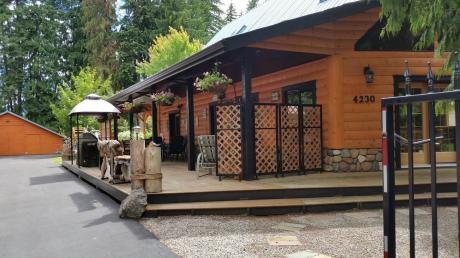 Recreational Property For Sale in Scotch Creek, BC - 4 bdrm, 2.5 bath (4230 Saratoga Rd)