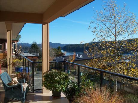 Condo / Apartment / Land with Building(s) / Waterfront Property For Sale in Sooke, BC - 1 bdrm, 1 bath (103, 6683 Horne Road)