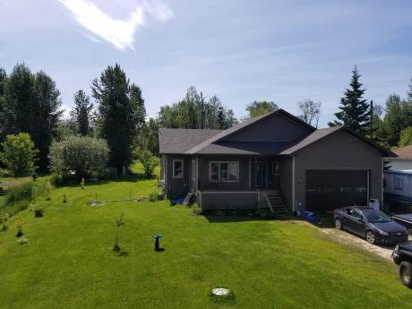 Acreage For Sale in Widewater, AB - 3 bdrm, 3 bath (73055 Southshore Drive East)
