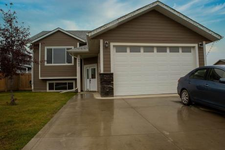 House / Detached House For Sale in Fort St. John, BC - 3+2 bdrm, 3 bath (10903 105 Avenue)