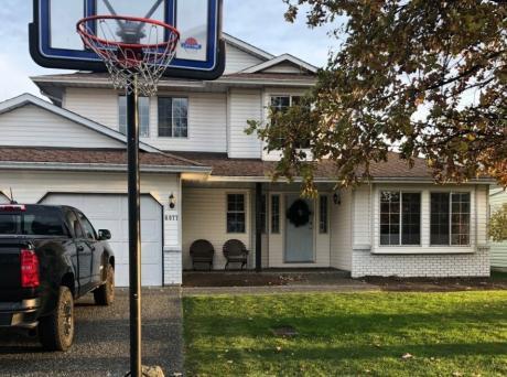 House / Detached House For Sale in Sardis, BC - 3 bdrm, 2.5 bath (6977 Coach Lamp Drive)
