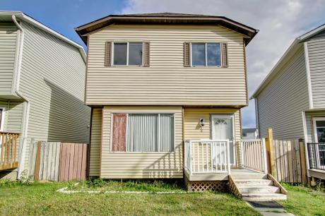 House / Detached House For Sale in Calgary, AB - 3 bdrm, 2 bath (86 Martindale Drive NE)