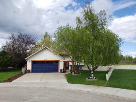 House For Sale in Grande Prairie, AB - 3+1 bdrm, 3 bath (7121 93 St)