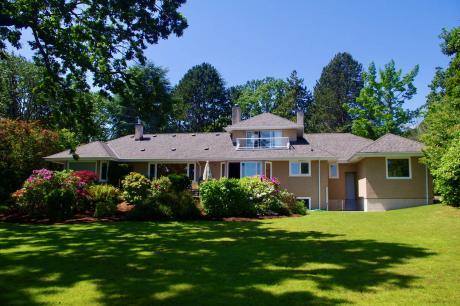 House For Sale in Victoria, BC - 4 bdrm, 5 bath (3475 Beach Drive)