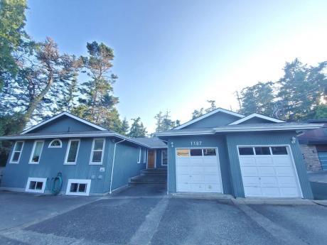 Revenue Property / House For Sale in Esquimalt, BC - 8 bdrm, 6 bath (1187/1187-a Munro Street)