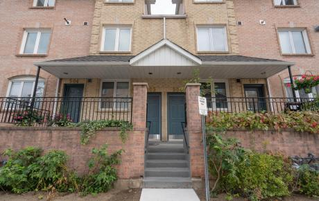 Condo For Sale in Richmond Hill, ON - 3+1 bdrm, 3 bath (505, 75 Weldrick Rd. East)