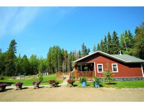 Acreage / Land / Land with Building(s) For Sale in Evansburg, AB - 3+1 bdrm, 3 bath (8417 Township Road 550)
